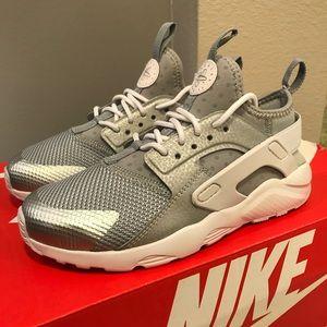 BRAND NEW Nike Huarache Shoes